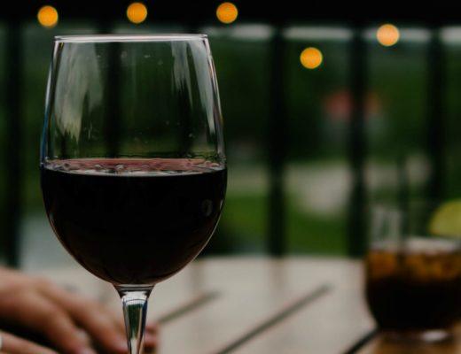 czy lampka wina w ciąży nie szkodzi